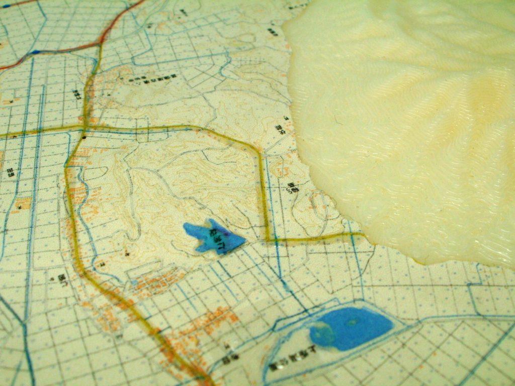 角田山の地形模型(北東からの角度の写真)